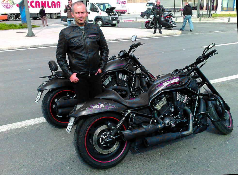 Rafał Żołdak i Harley-Davidson Night Rod Special
