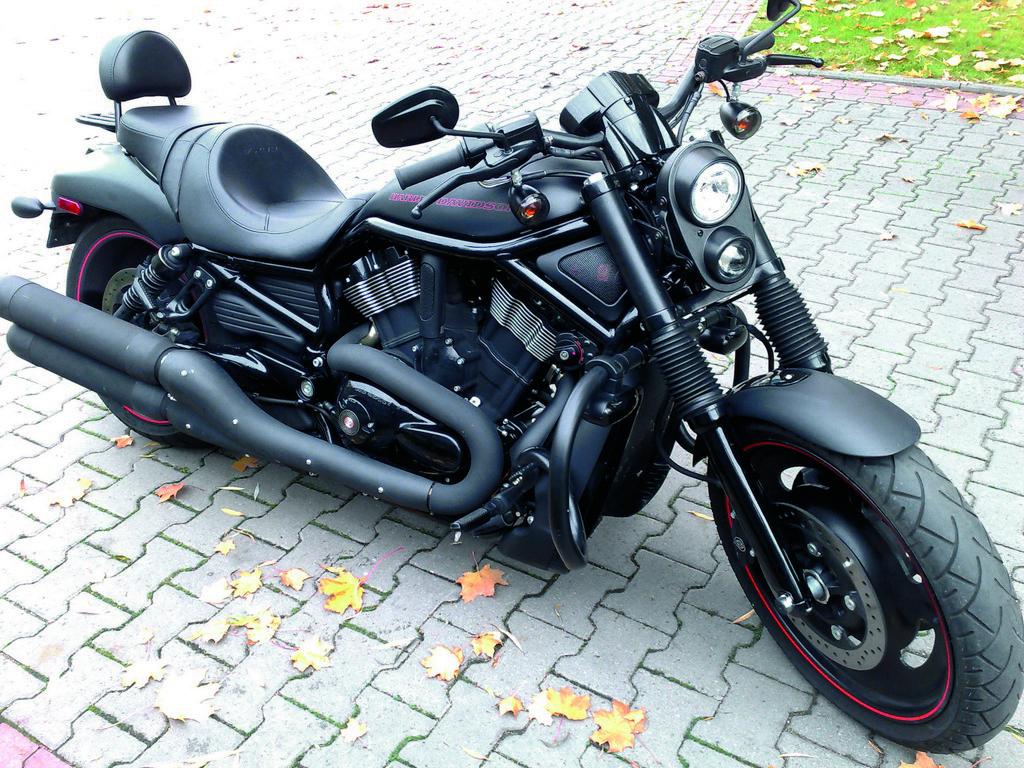 Harley-Davidson Night Rod Special - standardowe wyposażenie motocykla jest bardzo ubogie