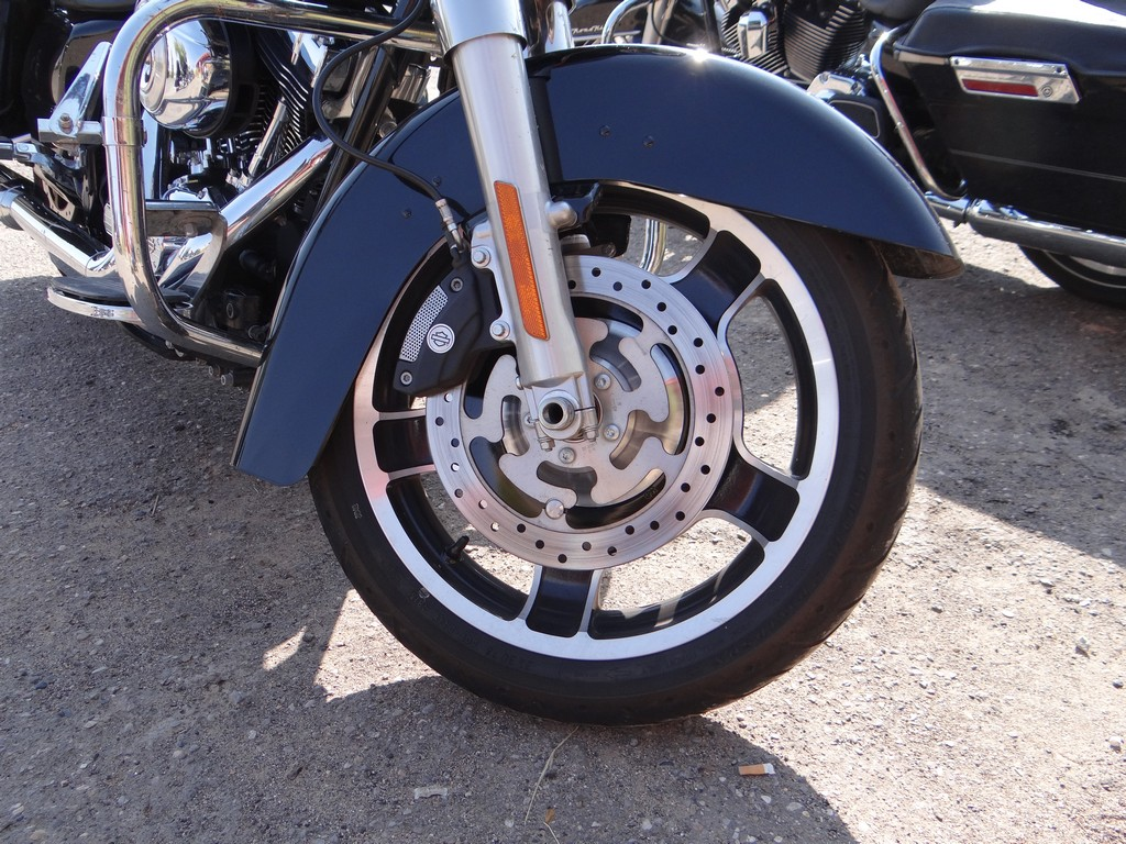 Harley-Davidson Street Glide. Hamulce Brembo z ABS są bardzo solidne