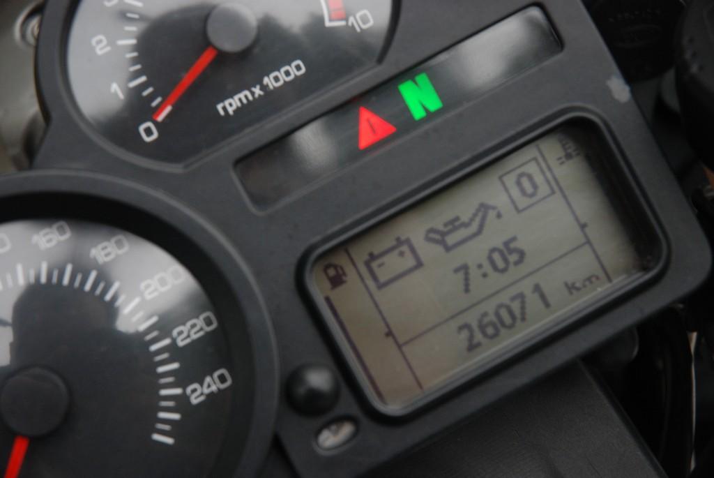 Okrojony komputer BMW R1200ST informuje o ewentualnych nieprawidłowościach pracy układów