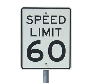 Przekroczenie prędkości o 120 km/h Szkot – taki zarzut usłyszał 70-latek