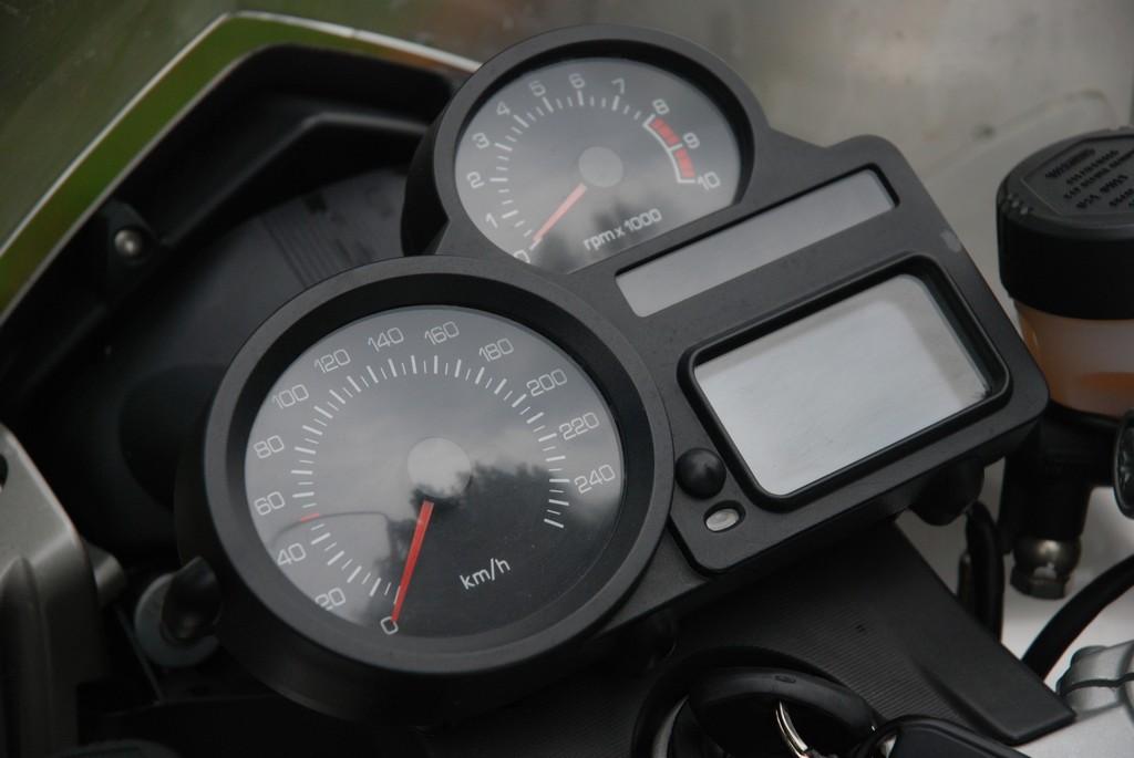 BMW R1200ST: wskaźniki są czytelne