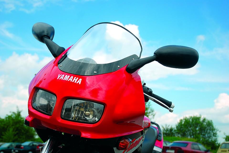 Yamaha FZS 600 Fazer może nawet służyć do dalekiej turystyki