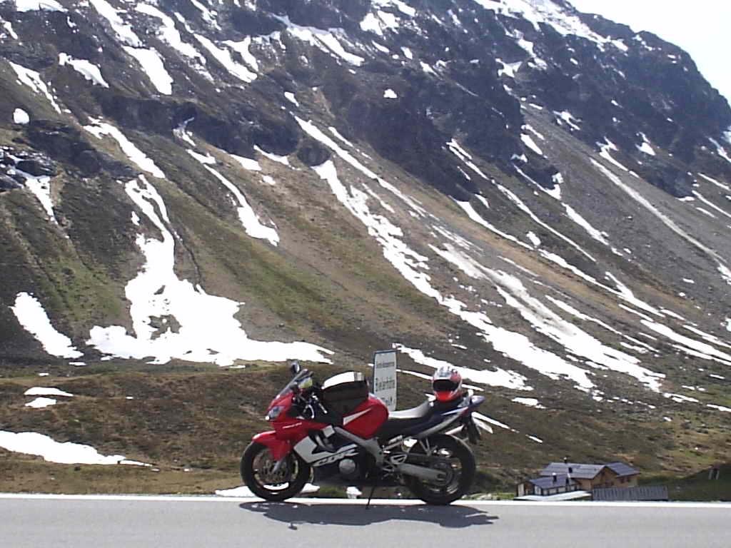 Motocyklem w Alpy. Prefekt wycofuje antymotocyklowe zakazy