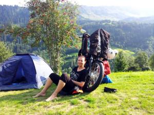 Wiejski kemping szwajcarskiej doliny, Sumvitg