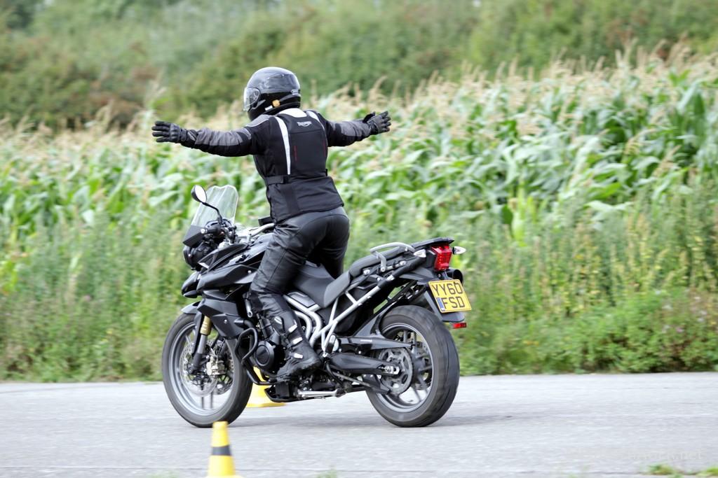 Już pierwsze chwile kontaktu z motocyklem zdradzają możliwości i potencjał motocyklisty