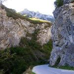 Kanion Rugova to kontrast surowych skał i bujnej roślinności