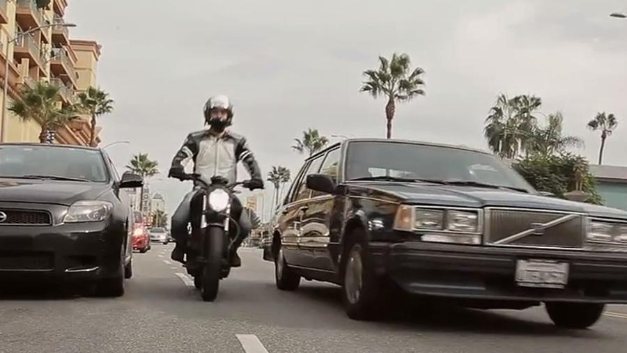 Nevada – jazda motocyklem między autami