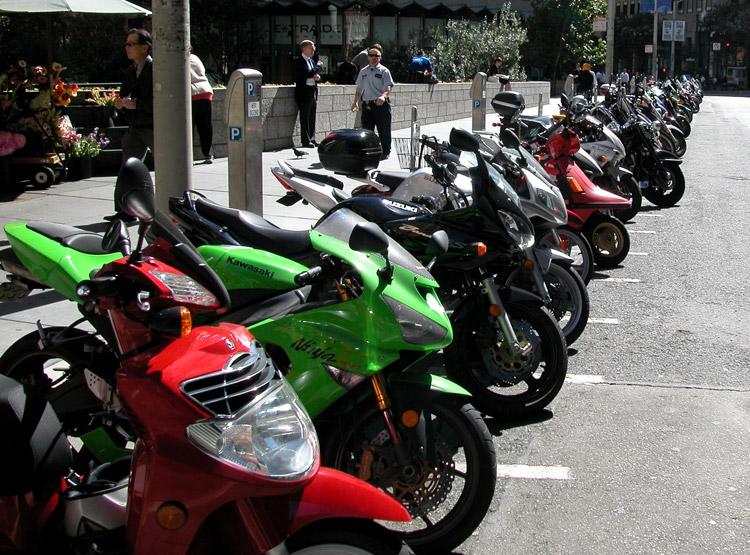 Problemy z parkowaniem motocykli