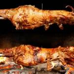 Specjalnością Bałkańskiej kuchni są pieczone w całości na ogniu jagnięta