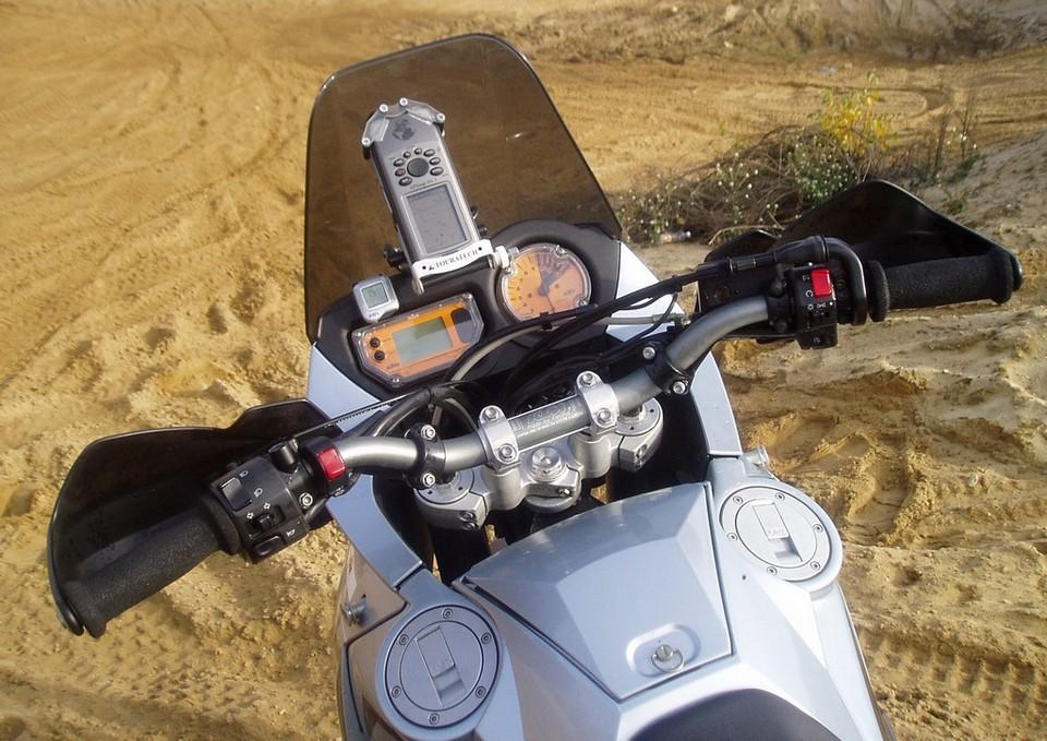 Zabezpieczone gniazdka elektryczne są pomocne przy montażu GPS-a i dodatkowego oświetlenia