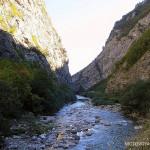 Zbocza kanionu pną się na ponad 600 m