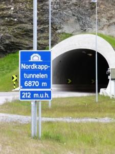 Tunel przed wyspą Mageroya ma niecałe 7 km długości, prowadzi 212 m pod poziomem morza