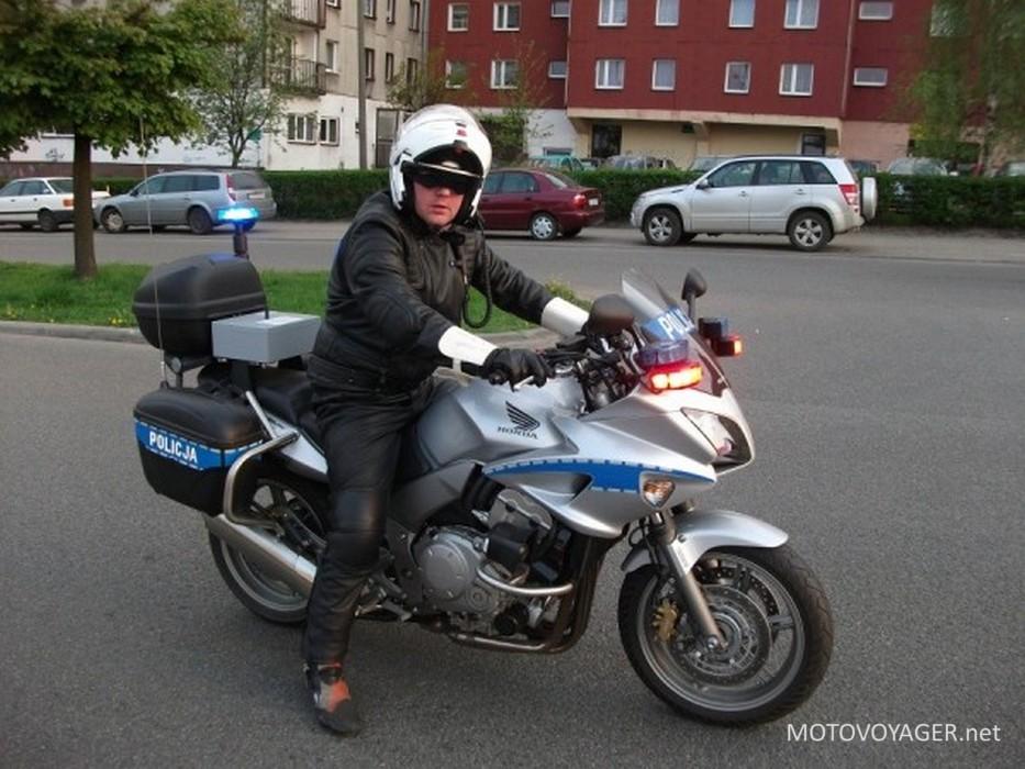 Policjant na motocyklu jeździł bez prawa jazdy