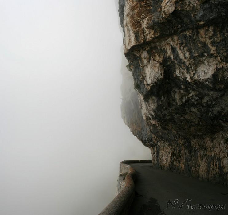 Czasem trzeba przemierzać ten szlak w chmurach