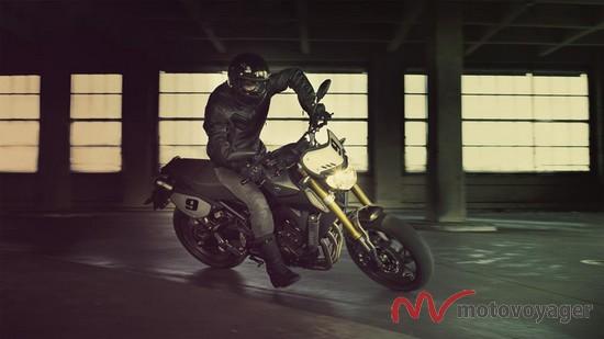 2014-Yamaha-MT09-Street-Tracker-EU-Matt-Grey-Action-003