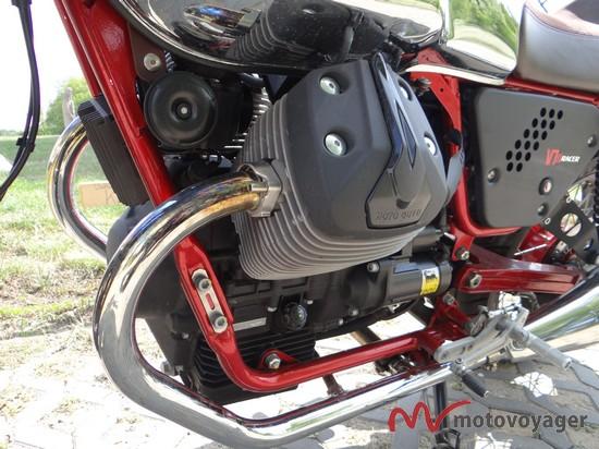 Moto Guzzi V7 Racer (4)