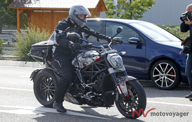Ducati Diavel Cruiser (1)