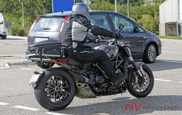 Ducati Diavel Cruiser (2)