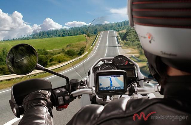 021513-tomtom-rider-navigation-device