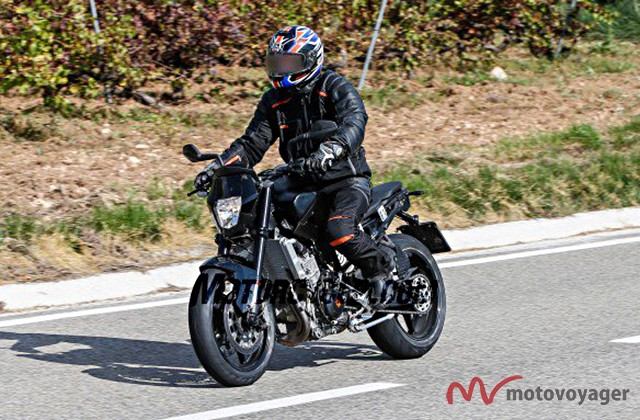 021916-spy-photos-2017-ktm-890-duke-03-584x389