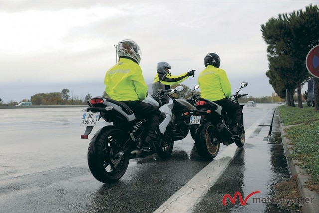 motocyklem podczas burzy