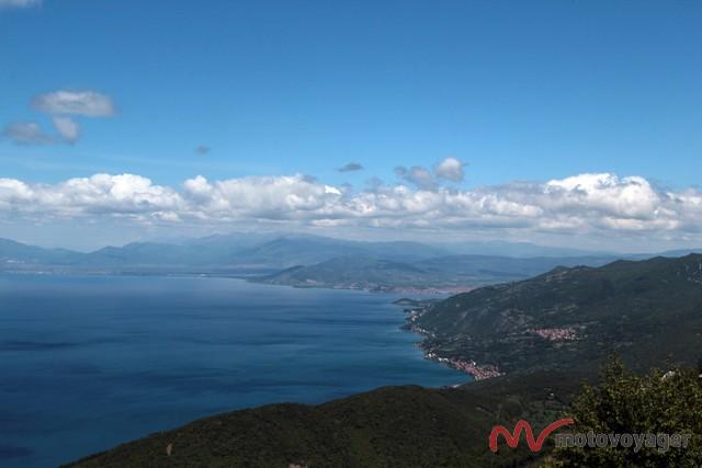 Widok na Jezioro Ochrydzkie z Parku Narodowego Galicica
