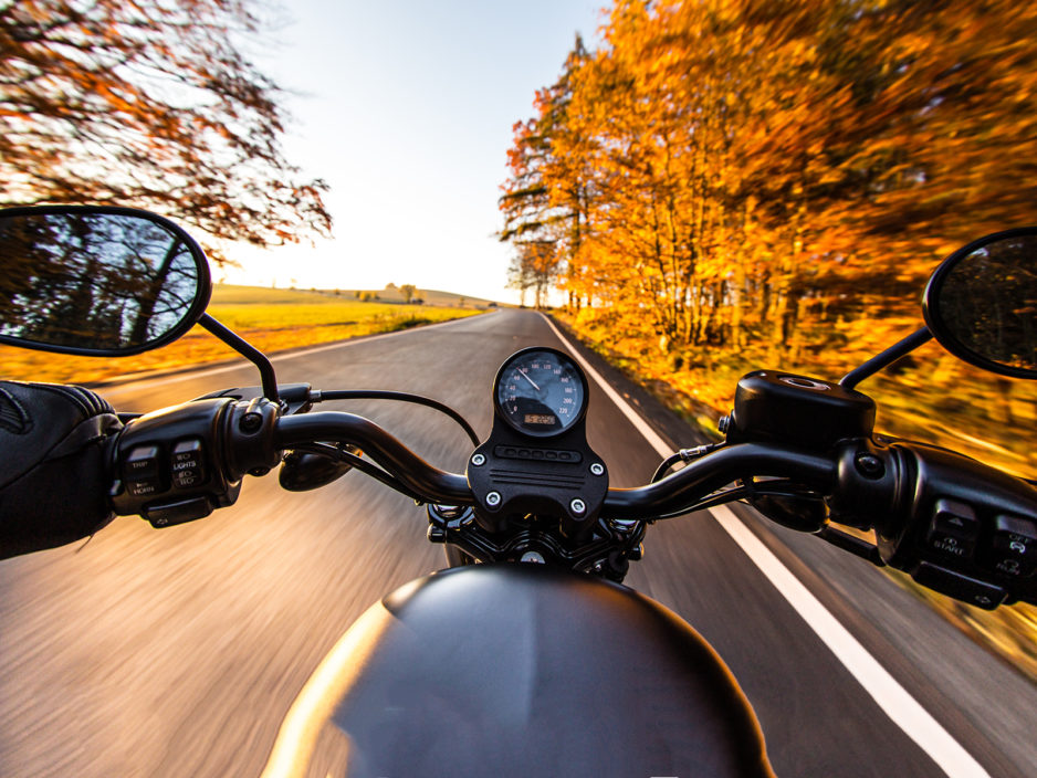 motocyklem jesienią