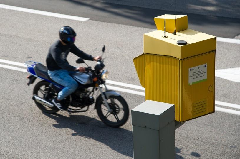 fotoradar motocykl kontrola prędkość mandat kara punkty karne