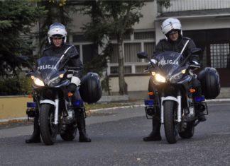 policja motocykle yamaha fazer fzs kufry światła kombinezon kask policjanci na motocyklach