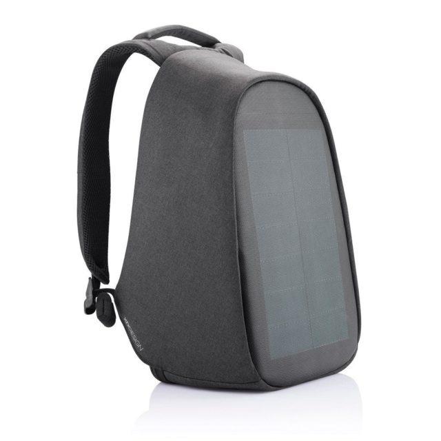 xd-design-plecak-bobby-tech-black-jaki-plecak-na-motocykl-motocyklowy-z-panelem-słoncznym-fotowoltaika-jak-ładować-telefon-na-motocyklu