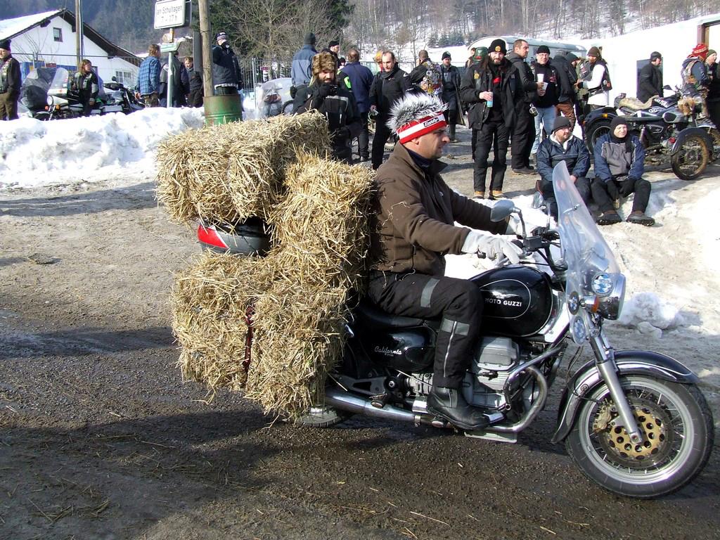 elefantentreffen zlot motocyklowy zima śnieg siano ognisko mróz