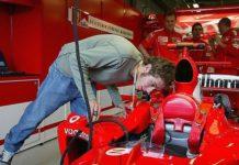 rossi f1 yamaha marlboro wyścigi formuła mechanicy