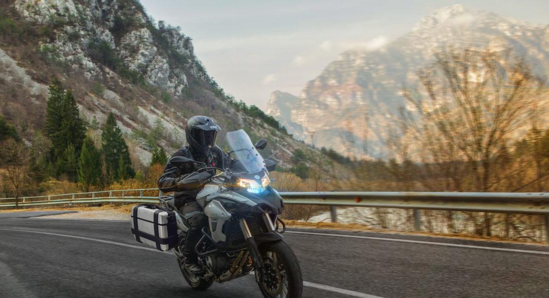 Benelli-502-TRK-enduro-turystyczny-szosowy-adventure