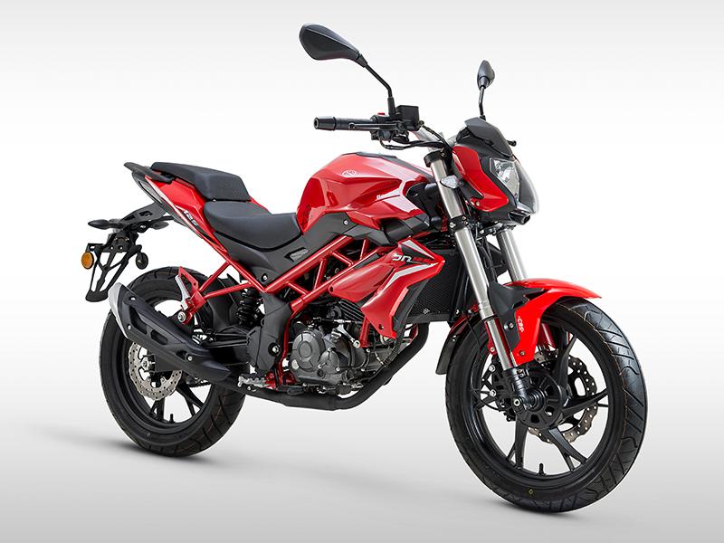 Benelli-BN125-uniwersalne-motocykl-pojemność-125-adventure-turystyczne
