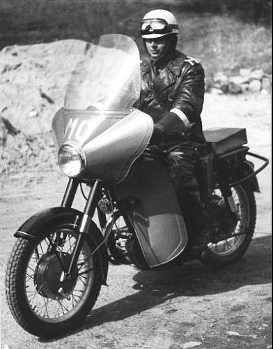 milicja-obywatelska-junak-milicyjny-motocykl