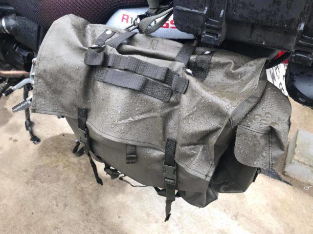 tanie-wodoodporne-sakwy-motocyklowe-z-plecaków-wojskowych