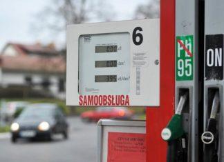 benzyna-na-stacjach-paliw-tankowanie-paliwo-tanieje-poniżej-4-zł