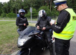 motocyklista policja motocykl kombinezon kontrola mandat honda x