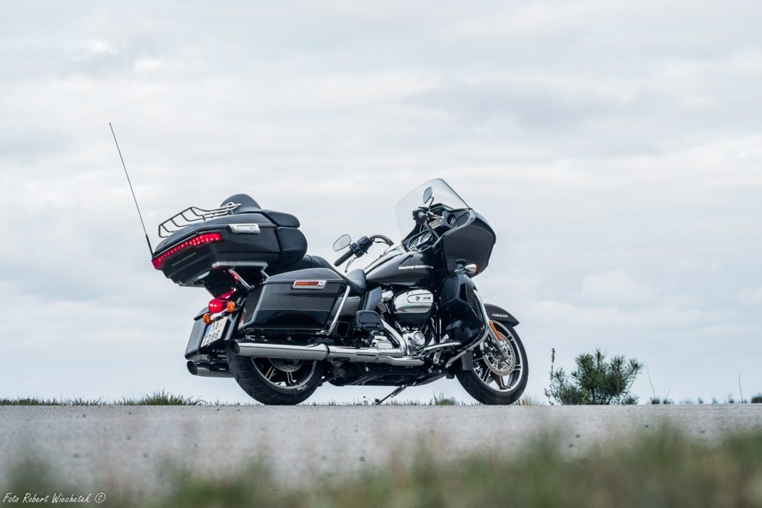 Harley Davidson Road Glide Ultra Limited 2020 test dane techniczne opinia