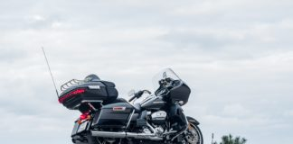 Harley Davidson Road Glide Ultra Limited 2020 test dane techniczne opinia
