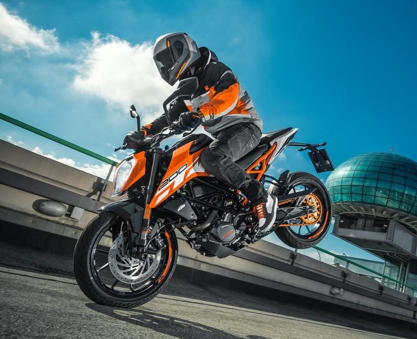 branża motocyklowa w 2020 roku zalicza sepektakularne stoppie