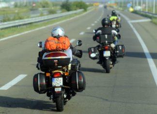 motocyklem na autostradzie kufry podróż autostrada wyprawa motocyklowa turystyka motocyklowa scaled