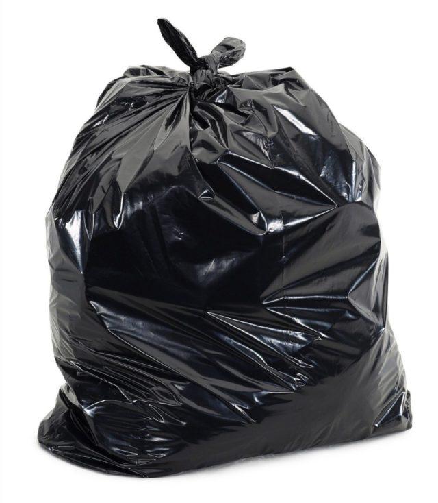 worek na śmieci jako wodoszczelny pokrowiec na torbę motocyklową