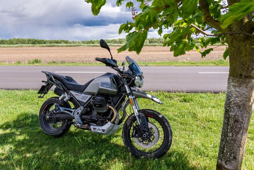 V85TT Moto Guzzi pierwsze wrażenia opinia wady zalety