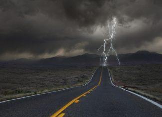 motocyklem w czasie burzy czy jest bezpieczna