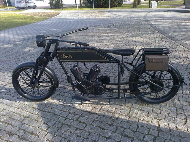 Lech pierwszy polski motocykl - pomnik
