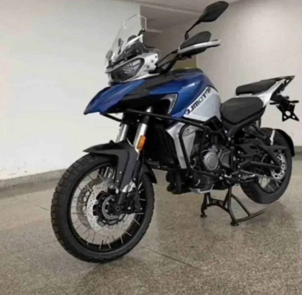 QJ Motor SRB 750 czy Benelli TRK 800