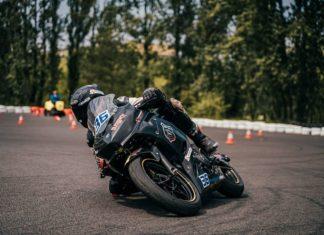michal budziach budziaszek kolano motovoyager wyscigi motocyklowe