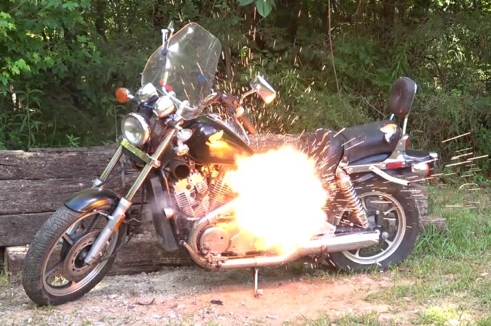 strzelanie do motocykla
